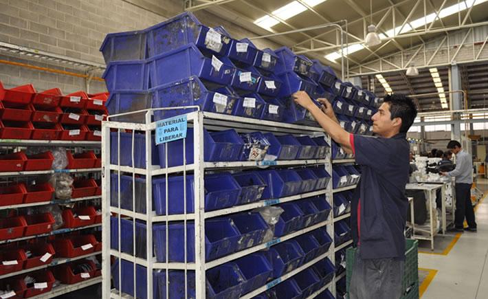 El INEGI refirió que en promedio la población ocupada trabajó en el cuarto trimestre de 2013 jornadas de 43 horas por semana. (Foto: VI)