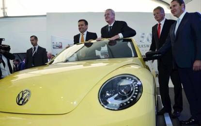 Volkswagen invierte 700 mdd en producción de nuevo Golf