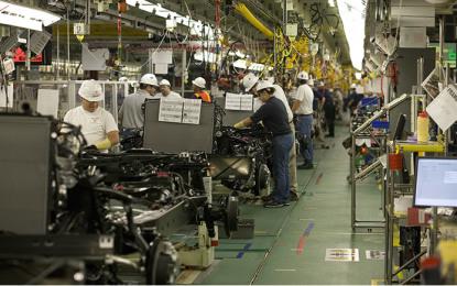 Producción y venta de autos tienen nuevo récord