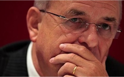 Reconoce 'deshonestidad' en VW Michael Horn