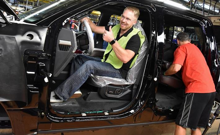 Ford cierra 4 plantas, 2 de ellas en México