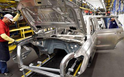 Producción automotriz crece 3.9%