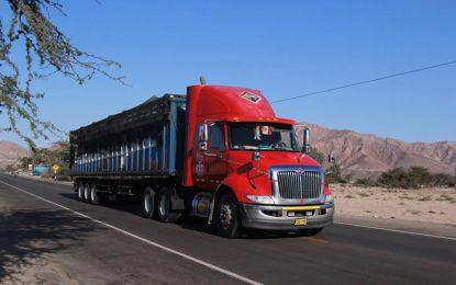 Transportistas y gobierno federal inician programa de carreteras seguras