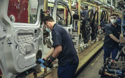 Incrementar oferta de plásticos y resinas pide sector automotriz ante T-MEC